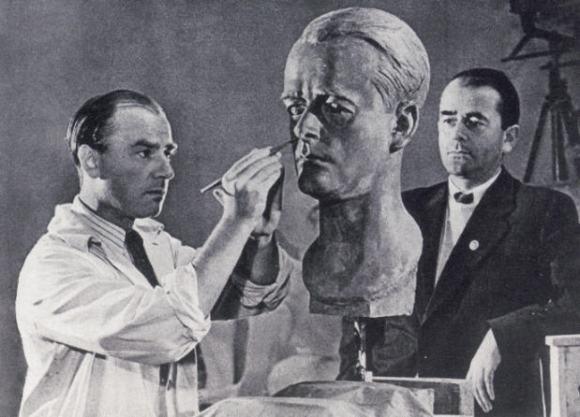 Arno_Breker,_Albert_Speer_(1940)